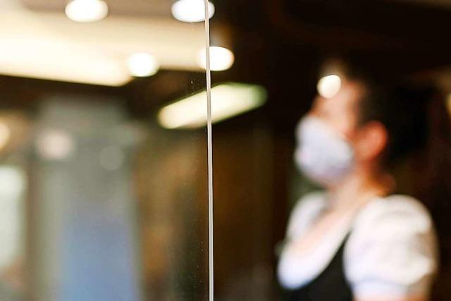 Warum Acrylglas als Hightech-Spuckschutz boomt
