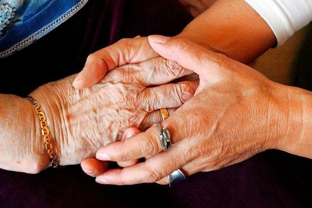 Pflegerinnen wollten Seniorin vergiften, aus Angst aufzufliegen