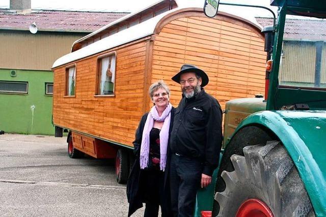 Die Zirkuswagen von Rainer Krebs werden zu fahrenden Fernsehstudios