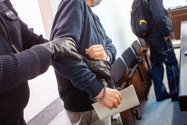 Mutmaßlicher Entführer im Prozess: Frau war freiwillig mit im Elsass