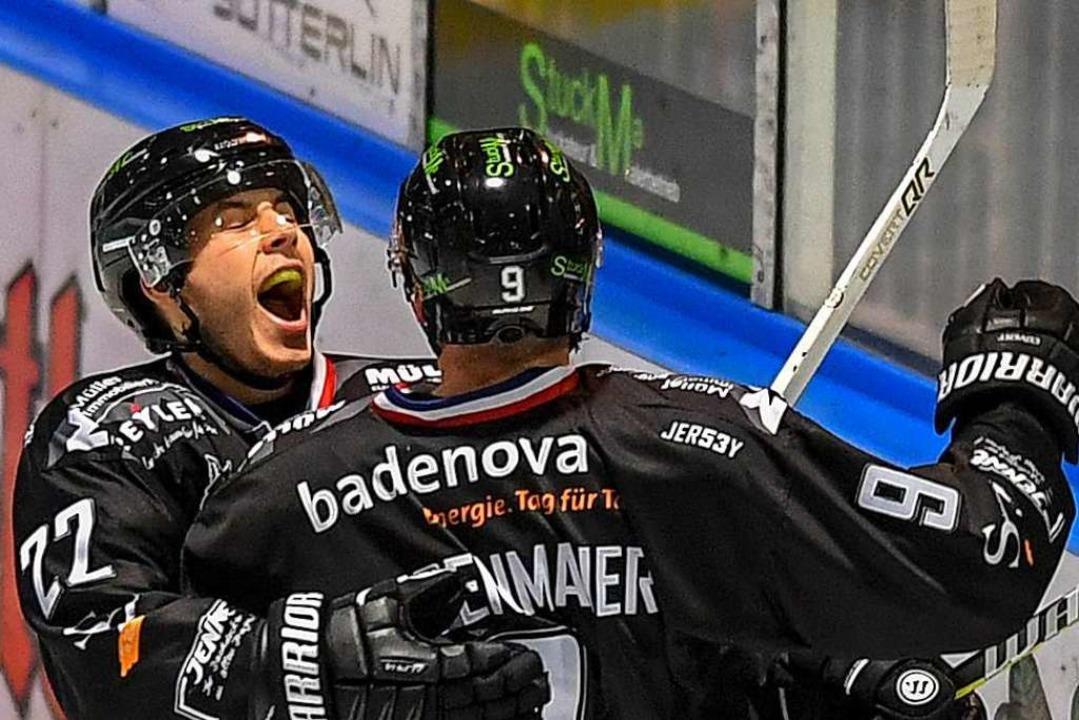 Mit keinem Mitspieler hat Tobias Kunz ...ore gejubelt als mit Nico Linsenmaier.  | Foto: Patrick Seeger