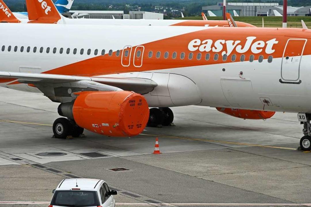 Die Flugzeuge haben Plastikplanen vor den Turb  | Foto: Jonas Hirt