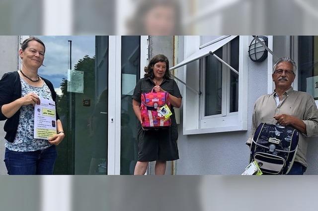 Kiwanis-Club spendet Familien 50 Schulranzen