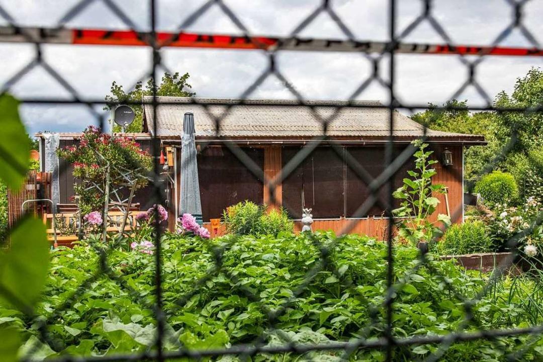 Diese Gartenlaube am Stadtrand von Münster war Tatort der Missbrauchsfälle.  | Foto: Marcel Kusch (dpa)
