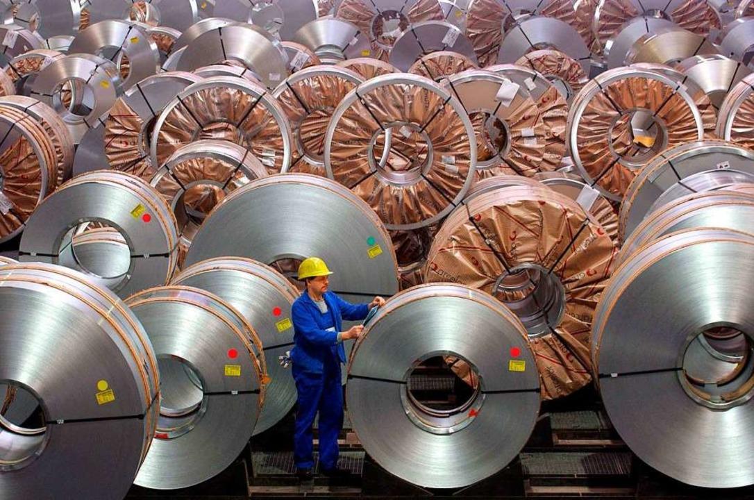Deutschland (hier ein Stahlwerk im bra...üttenstadt) liefert in die ganze Welt.  | Foto: Z1022 Patrick Pleul