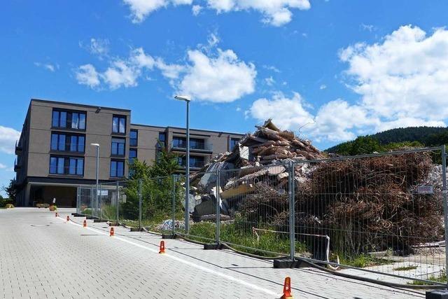 Der Schutt des alten Emmaus-Gebäudes liegt noch immer herum