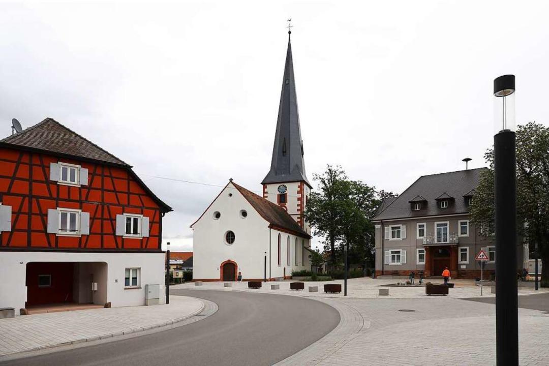 Die Michaelskirche in der Ortsmitte von Ottenheim.  | Foto: Christoph Breithaupt