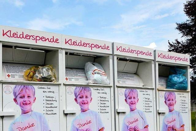 In Rheinfelden quellen Altkleidercontainer und Lager der Textil-Recycler über