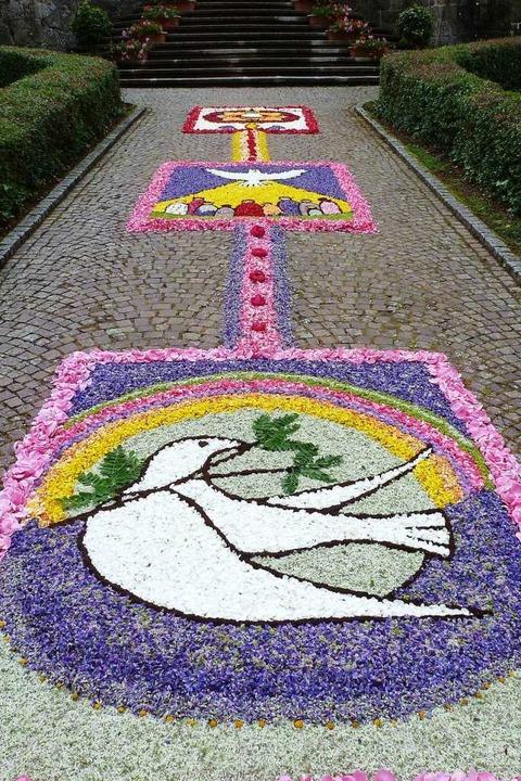 Blumenteppiche schmücken die Anlage von St. Trudpert.  | Foto: Eberhard Groß
