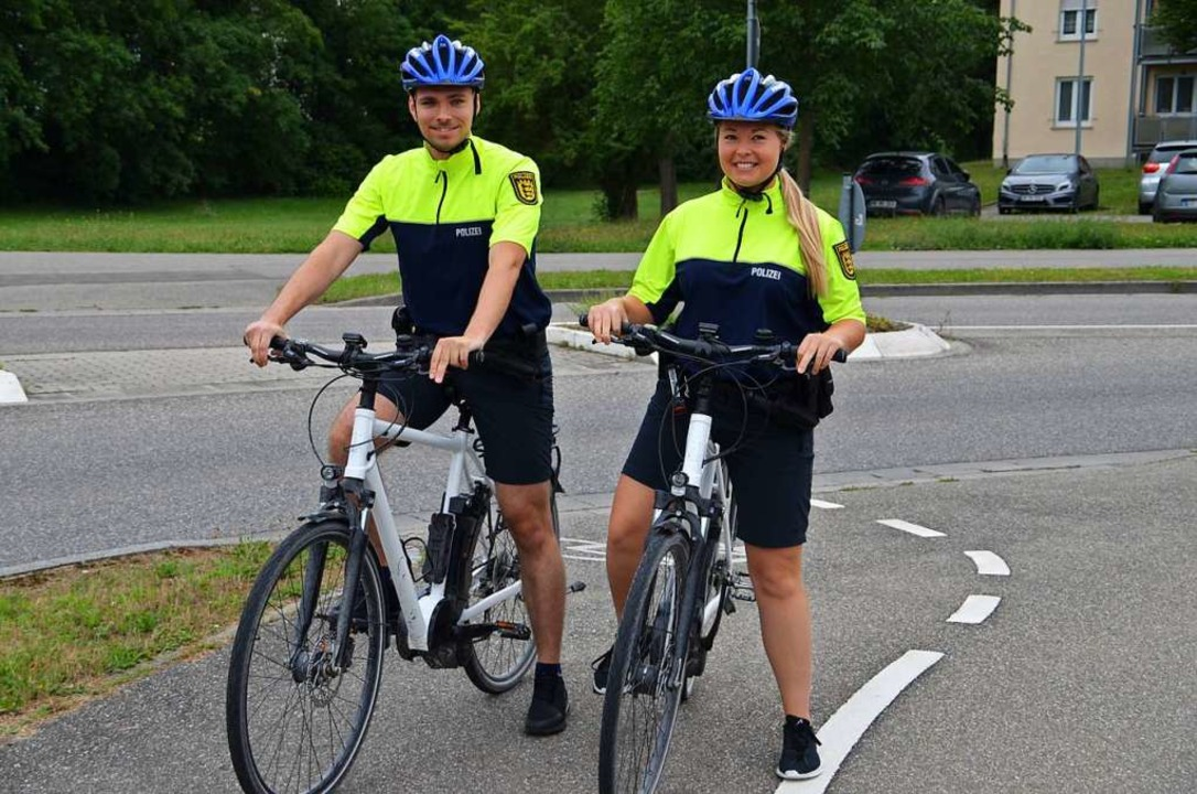 In allen Gemeinden, die zum Polizeirev...n Jurdt freuen sich über die  E-Bikes.  | Foto: Hans-Jochen Voigt