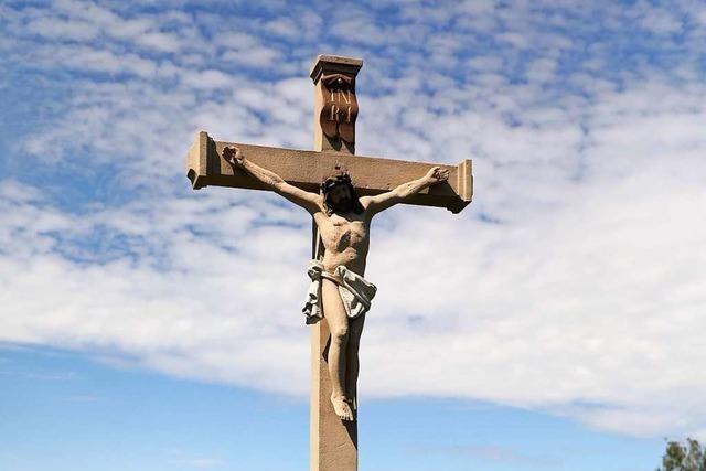 Unbekannte beschädigen die Madonna am Wegekreuz