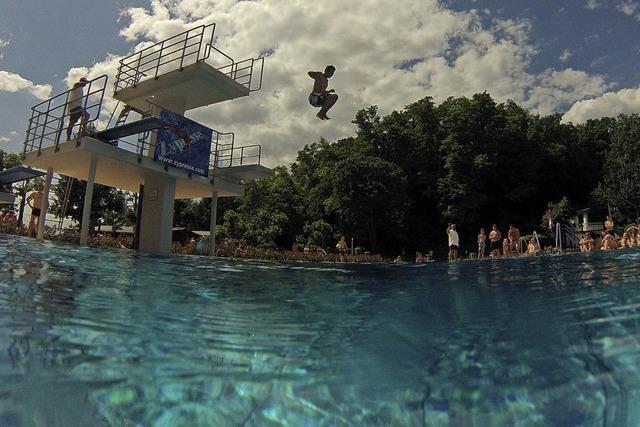 Schwimmbad startet mit Testbetrieb
