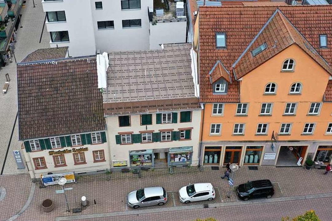 Nach wie vor schwebt über den Uehlin-Häusern  die Frage, wie es weitergeht.  | Foto: Martin Klabund