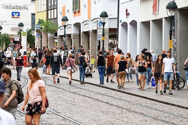 Nur wer wirklich muss, geht aktuell einkaufen in Freiburg