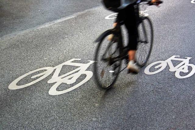 Autofahrer flüchtet im Stadtteil Mooswald nach Kollision mit einem Rennradfahrer
