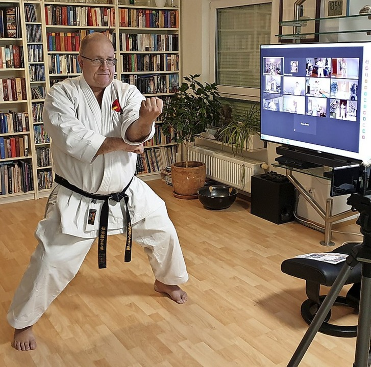 Karatemeister Karl-Hans König beim Training via Videokonferenz  | Foto: Fudokan Karate Dojo Tunsel