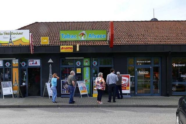 Elsässer nutzen die wieder geöffnete Grenze in Breisach zum Einkauf