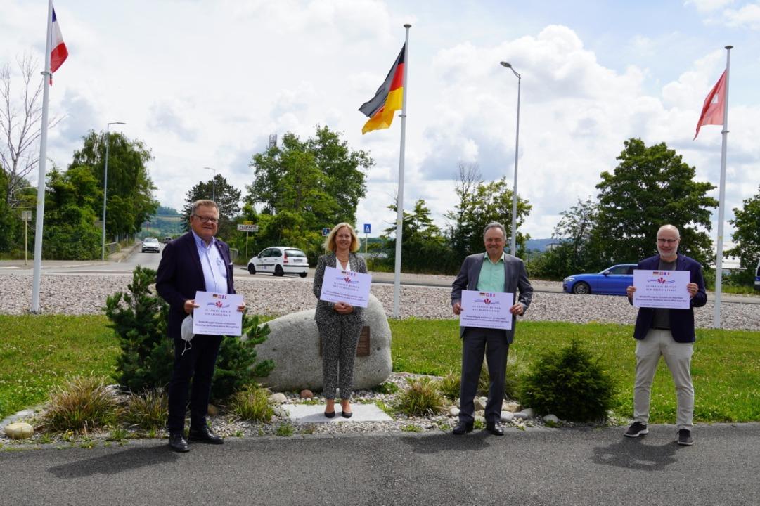 Vertreter des Oberrheinrats auf der Palmrainbrücke    Foto: Oberrheinrat