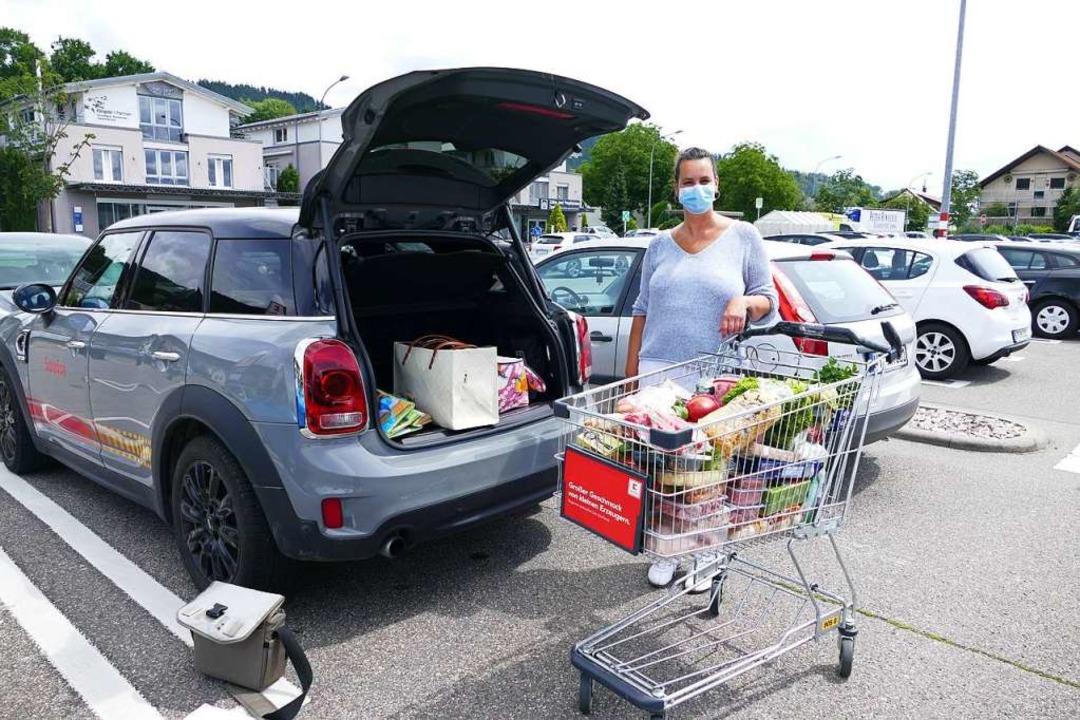 Pflegefachfrau Francesca Ruland aus Mu... in Bad Säckingen einkaufen zu dürfen.  | Foto: Axel Kremp
