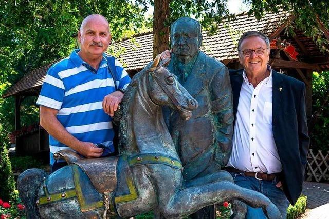 Die erste Dauerkarte für den Europa-Park ging nach Friesenheim