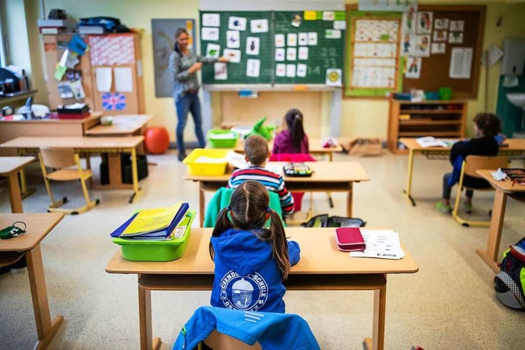 Deutsch, Mathematik und Sachkunde haben zunächst Vorrang.  | Foto: Marcel Kusch (dpa)