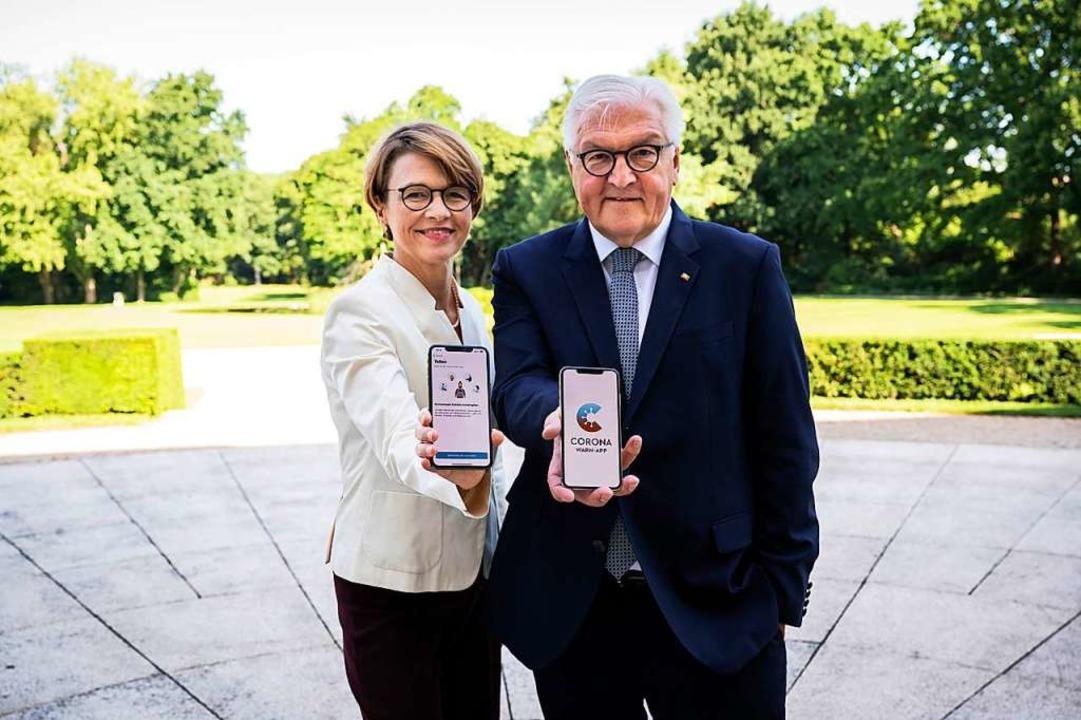 Bundespräsident Frank-Walter Steinmeie...egierung im Park von Schloss Bellevue.  | Foto: Sandra Steins (dpa)