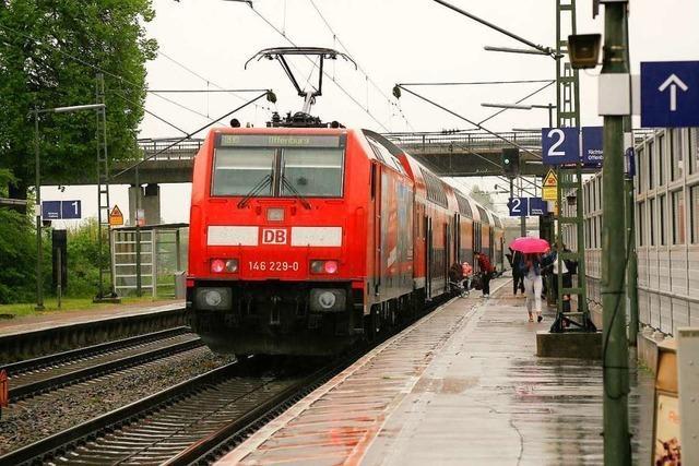 Rheintalbahn-Pendler schieben Fahrplan-Frust