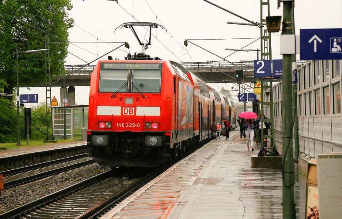 Alte Regionalverkehrszüge, wie hier in Ringsheim, werden sukzessive ersetzt.   | Foto: Sandra Decoux-Kone