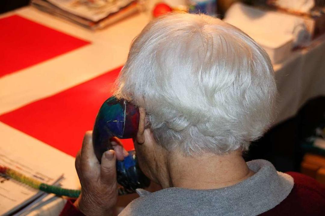 Bevorzugt ältere Menschen werden von T...gabe von Geld zu bewegen (Symbolbild).  | Foto: mak