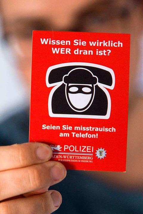 Die echte Polizei warnt: Am Telefon so...inen Geldherausgaben überreden lassen.  | Foto: Patrik Müller