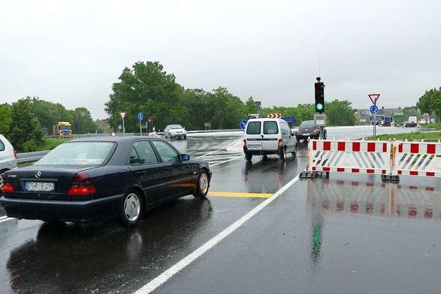 Ampeln sollen in der Baustelle an der A5 bei Neuenburg den Verkehr regulieren