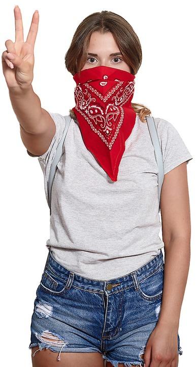 Bandanas können auf dem Kopf oder als Mundschutz getragen werden.  | Foto: sementsova321 - stock.adobe.com