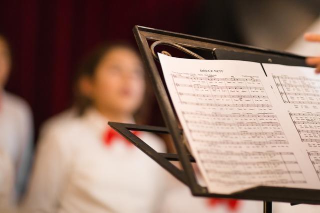 Chorleiter will mit Summ-Probe Infektionen vorbeugen