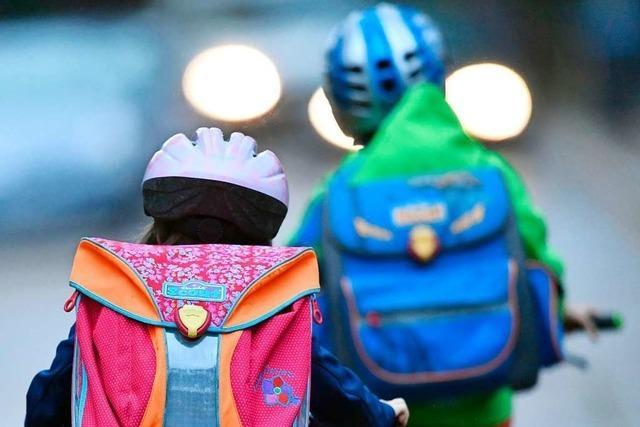Polizei und Verkehrswacht verlängern Radfahrtraining für Freiburger Schüler