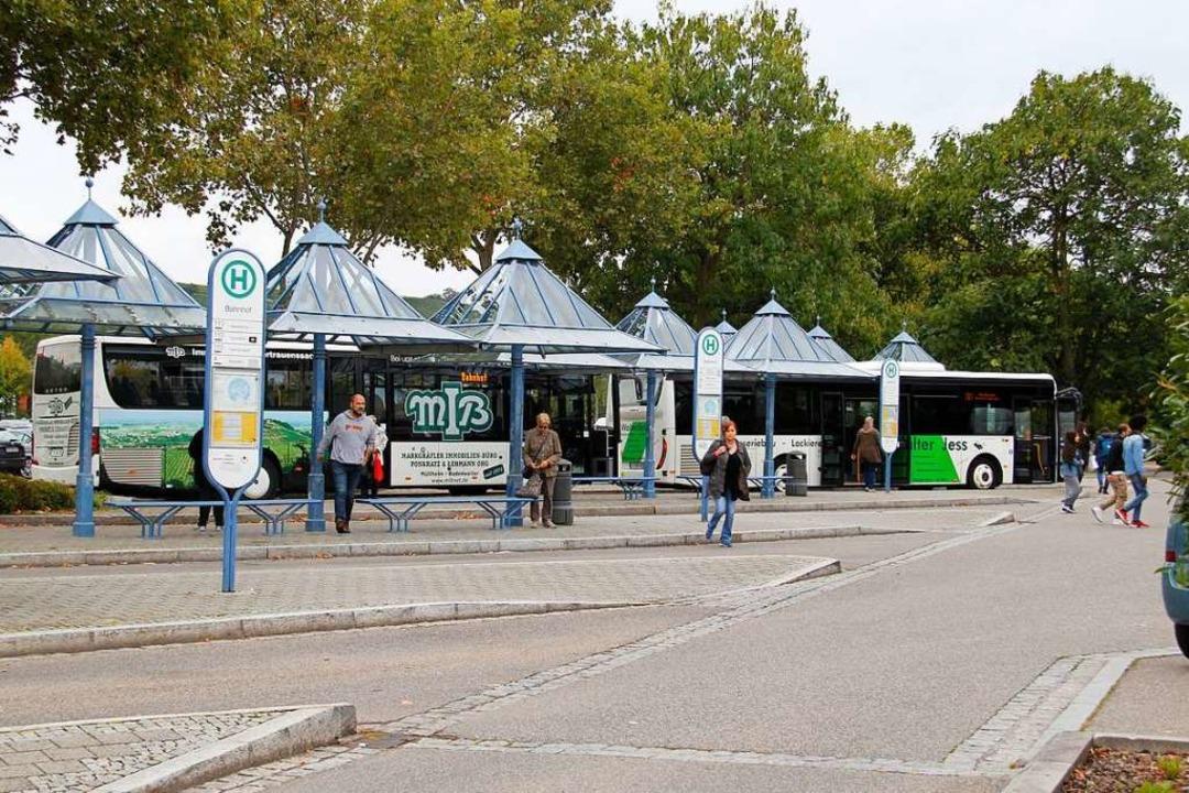 Der Übergang zwischen Bus und Bahn am ...ieren die Umweltschützer von der AGUS.  | Foto: Alexander Huber