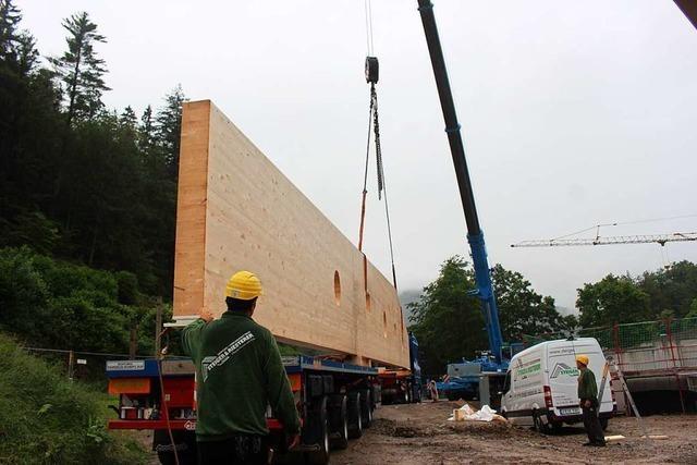 Video: Der Einbau der Dachkonstruktion der Buchenbrandhalle