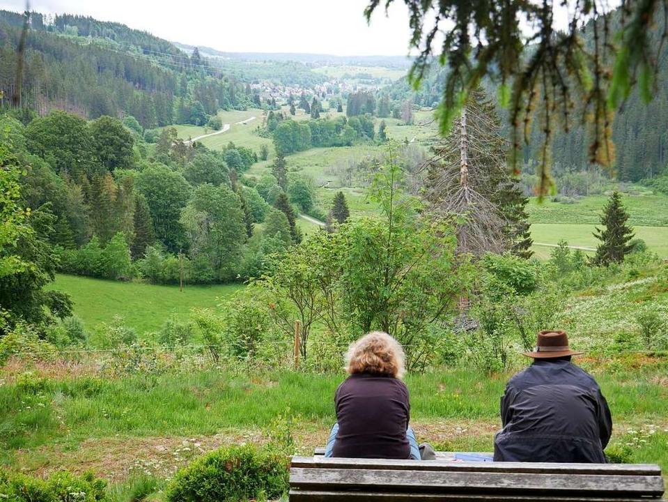 Der Hirtenpfad in Raitenbuch belohnt d...n wie hier ins Urseetal für die Mühen.    Foto: Eva Korinth