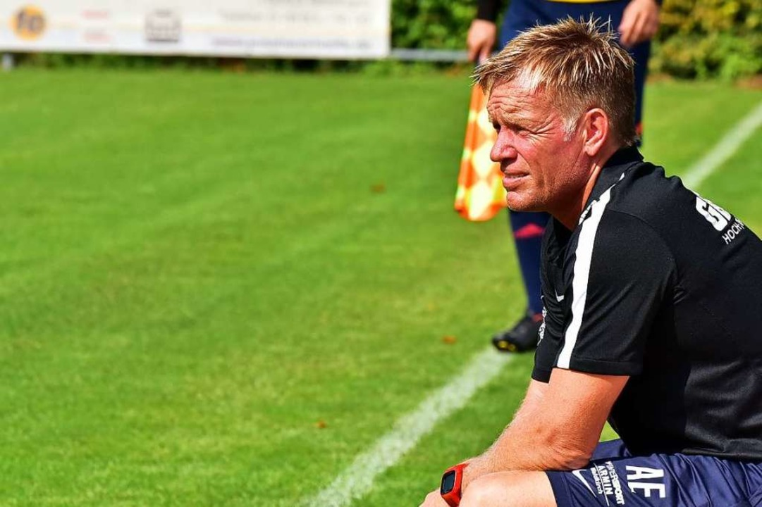 Alexander Ernst in der Rolle des Torwarttrainers des FC Teningen  | Foto: Daniel Thoma