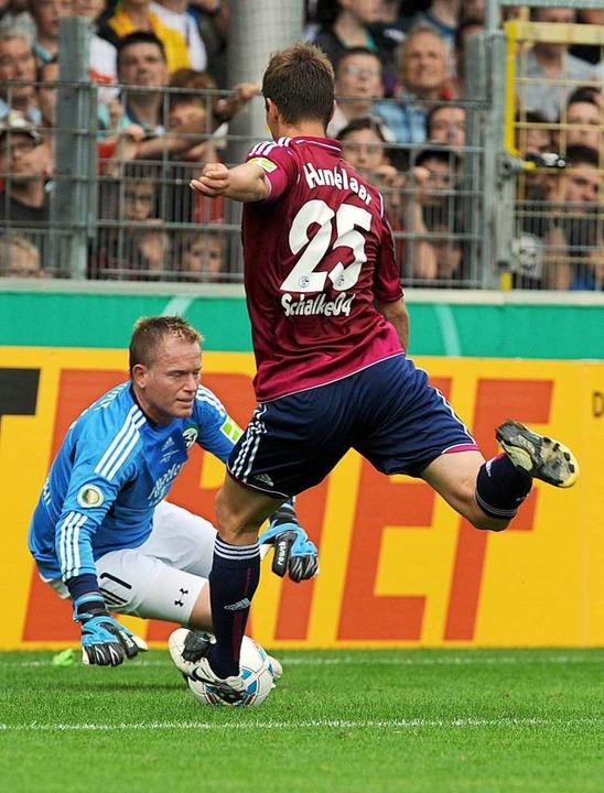 Als der DFB-Erstrundengegner Schalke 0... zweistellige Niederlage verschmerzen.  | Foto: Patrick Seeger