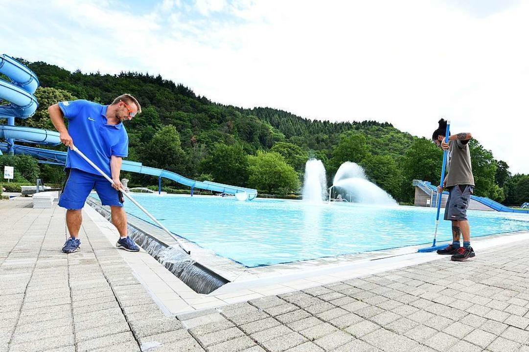Das Freiburger Strandbad wird frisch gemacht. Es öffnet am 1. Juli.  | Foto: Rita Eggstein