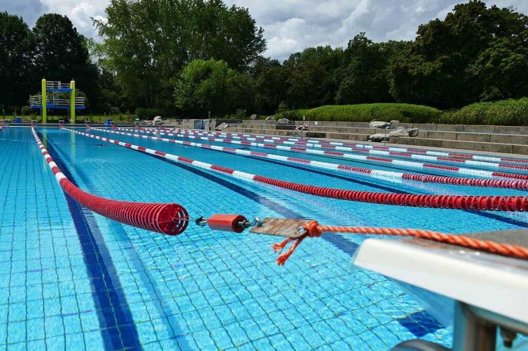 Das Schwimmbad in Rheinfelden – noch ohne Besucher  | Foto: Elena Borchers