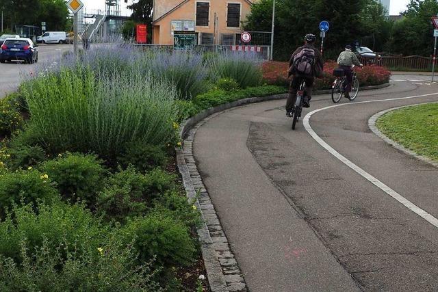 Radweg an der B3 in Haltingen soll um vier Meter versetzt werden