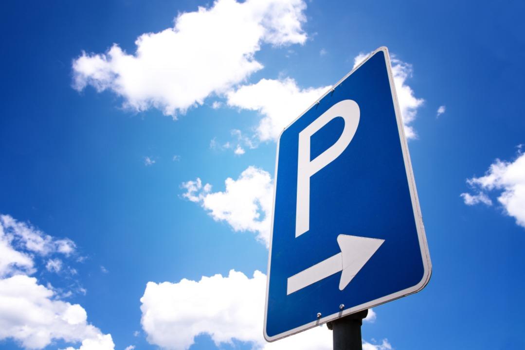 Für einen Unfall auf einem Parkplatz i...sucht die Polizei Zeugen (Symbolbild).  | Foto: 1stphoto - stock.adobe.com
