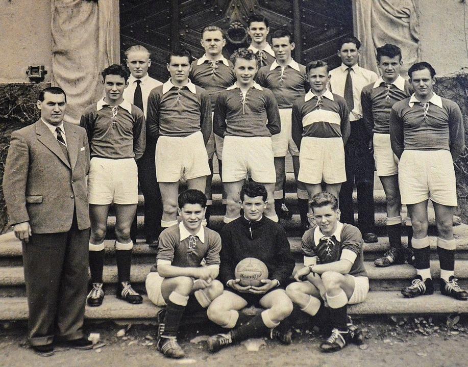 Die Jugendmannschaft der Spvgg Untermü...t Klaus Gutmann ganz oben in der Mitte    Foto: Gabriele Hennicke