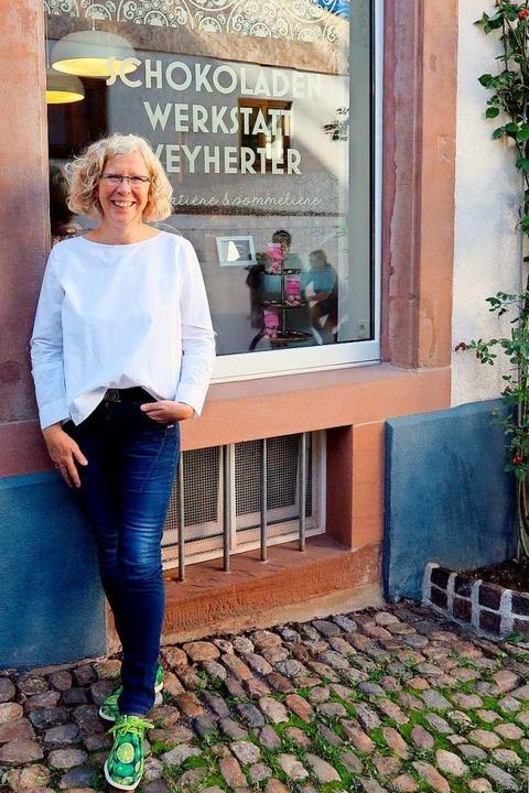 Andrea Weyherter vor ihrer Schokoladenwerkstatt  | Foto: Nicole Jankowski