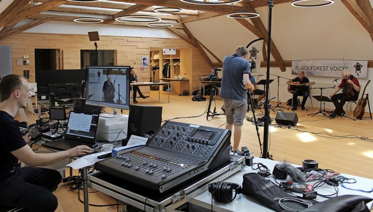 Kurz vor dem Start des Black Forest We...gebauten Bürgersaal in der Talvogtei.   | Foto: Erich Krieger