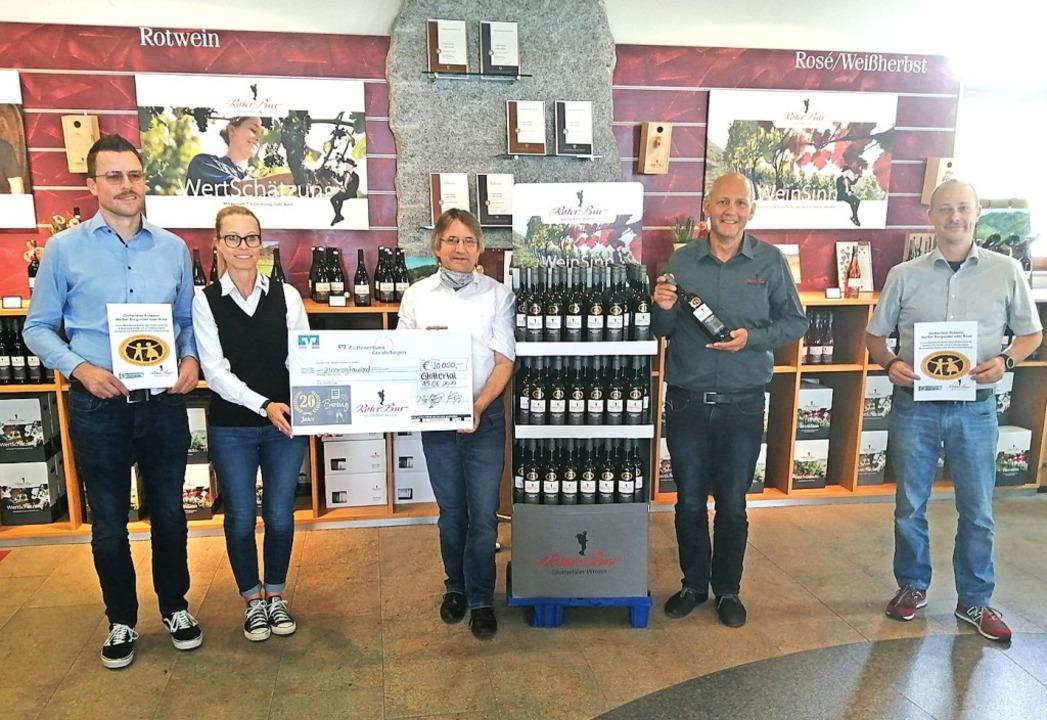 20000 Euro gab es für den Freiburger F...o Opel und Heiko Förderer (von links).    Foto: Christian Ringwald