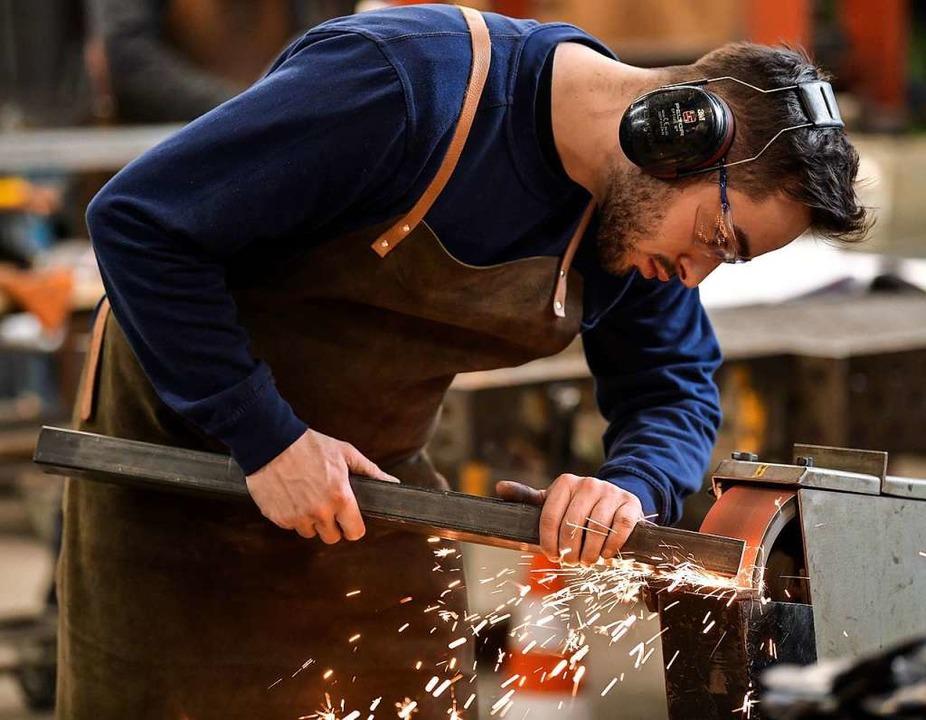 Laut Handwerkskammer suchen unter anderem Metallbauer nach wie vor viele Azubis.  | Foto: Kirsten Neumann (dpa)