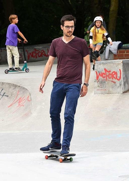 Auch Oberbürgermeister Martin Horn nutzte den Skatepark  | Foto: Rita Eggstein