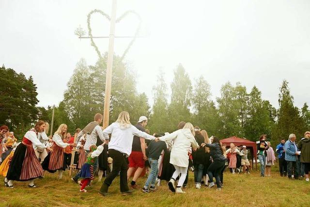 Mittsommer-Feste in Schweden und Finnland fallen diesmal kleiner aus